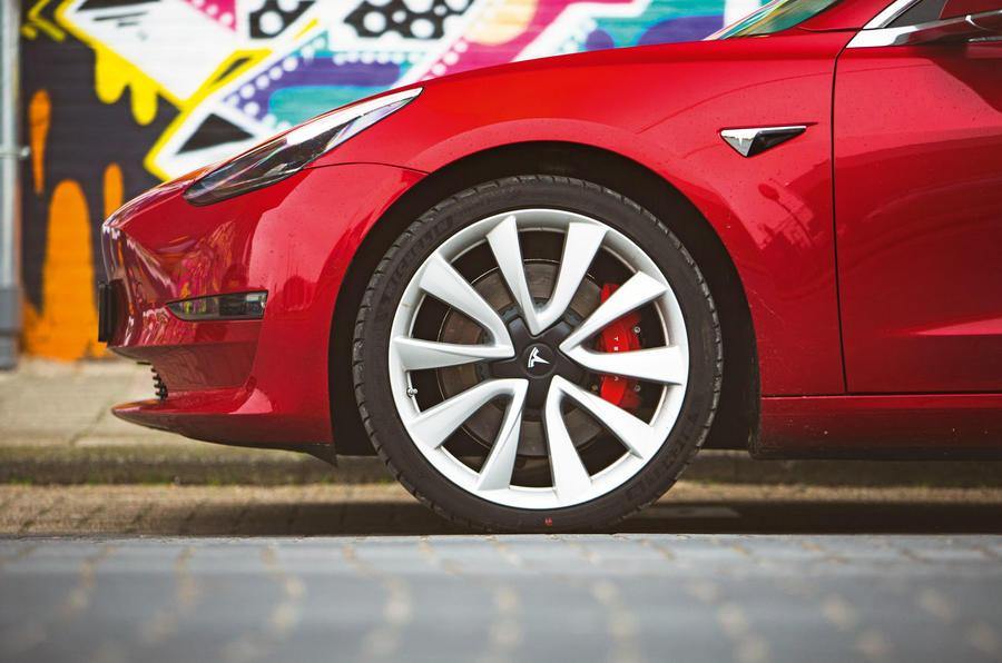 Épreuve de force berline: 2019 Tesla modèle 3 vs nouvelle BMW Série 3 luc 3304