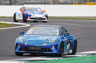 Alpine A110 curb  Meilleur interprète: Racing a Alpine A110 à Silverstone 1  0