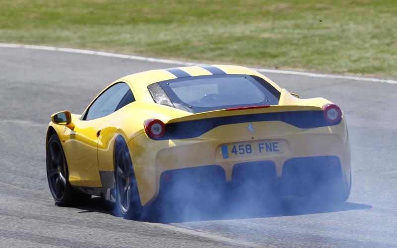 Supercar shootout - Ferrari 458 Speciale versus McLaren 650S