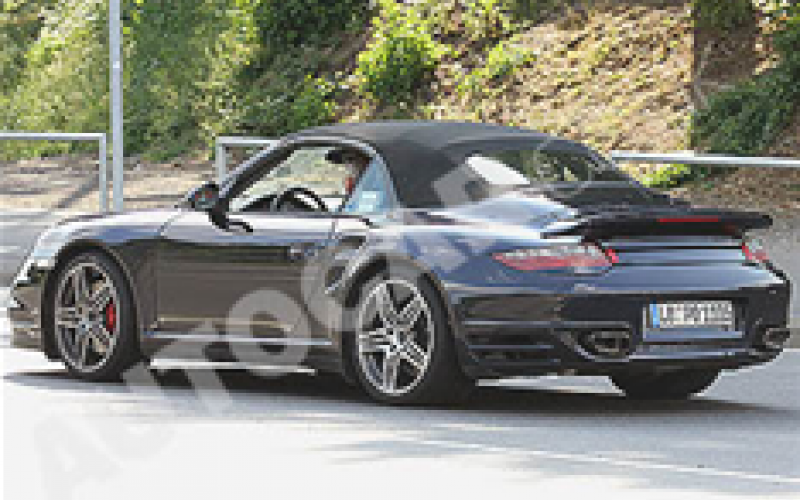 Porsche 911 Turbo cab snapped