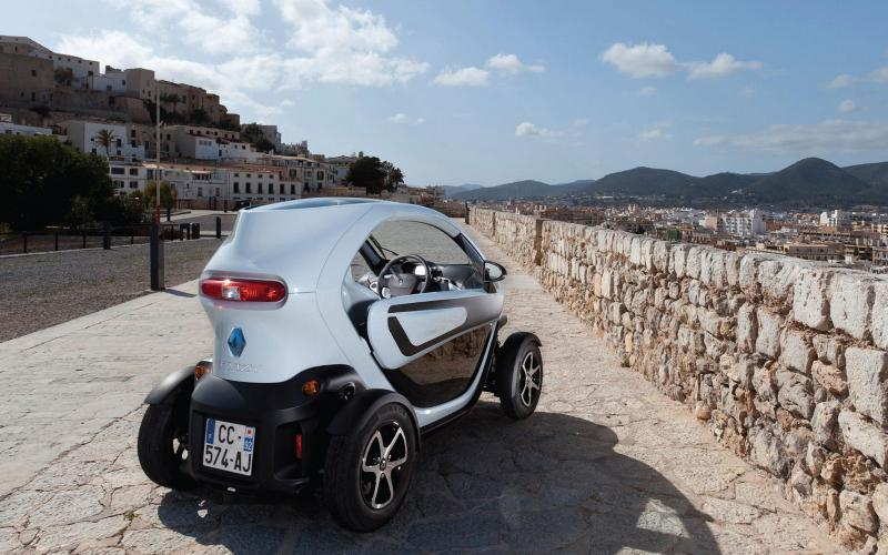 Driving licence-free Twizy for 2013