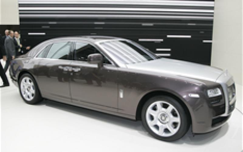 Rolls-Royce plans hybrid Ghost