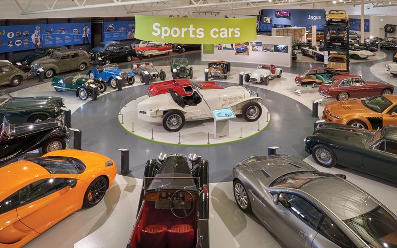 انشطة سياحية يمكن القيام بها في متحف فوتر للسيارات في زيلامسي