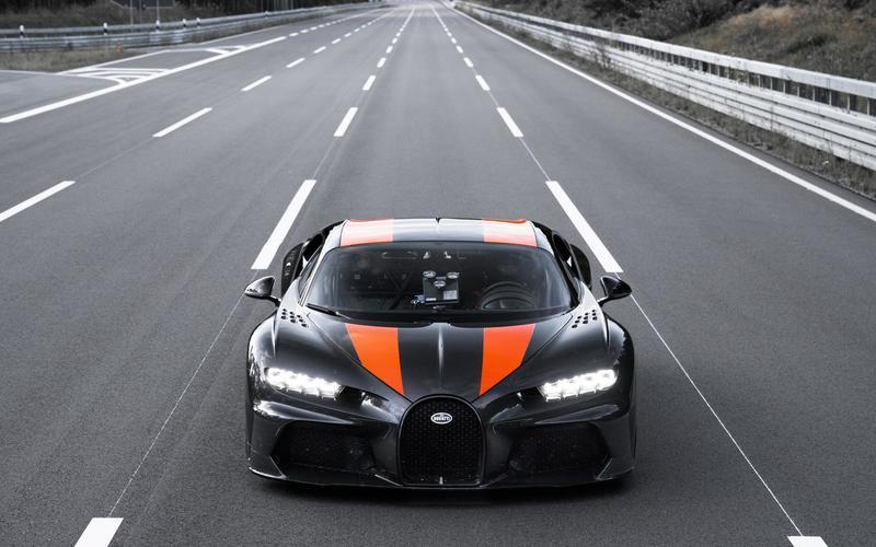 Bugatti Chiron (2016-Present) – 305mph