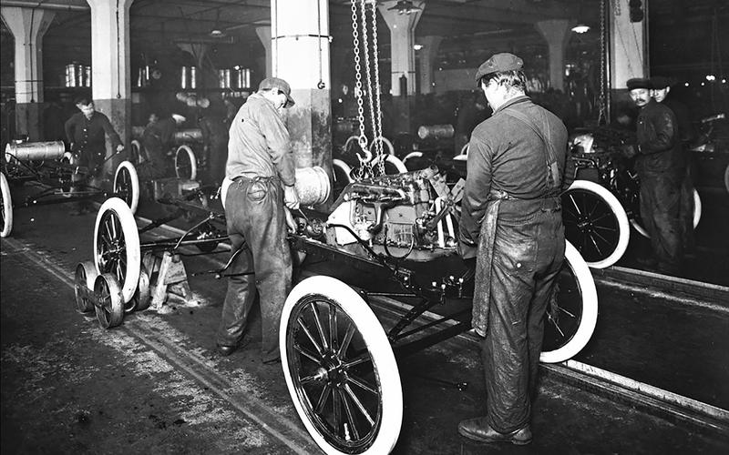 MOVING ASSEMBLY LINE (1913)