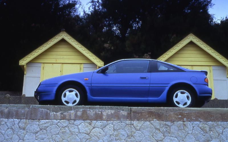 Nissan 100NX (1990)