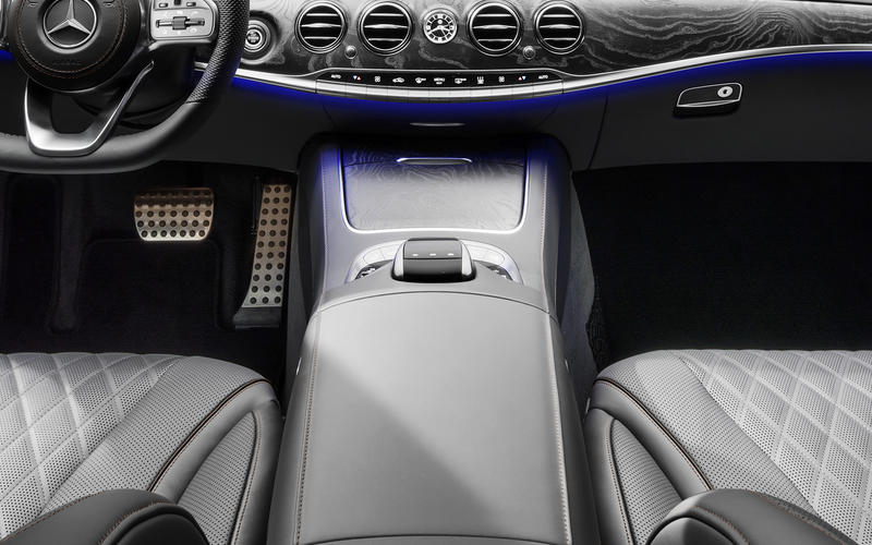 Mercedes S-Class: Heated armrests