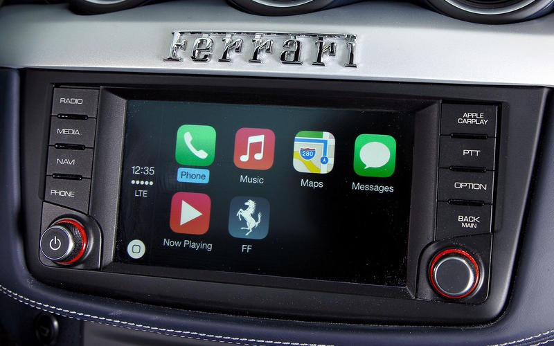 Ferrari: Apple CarPlay