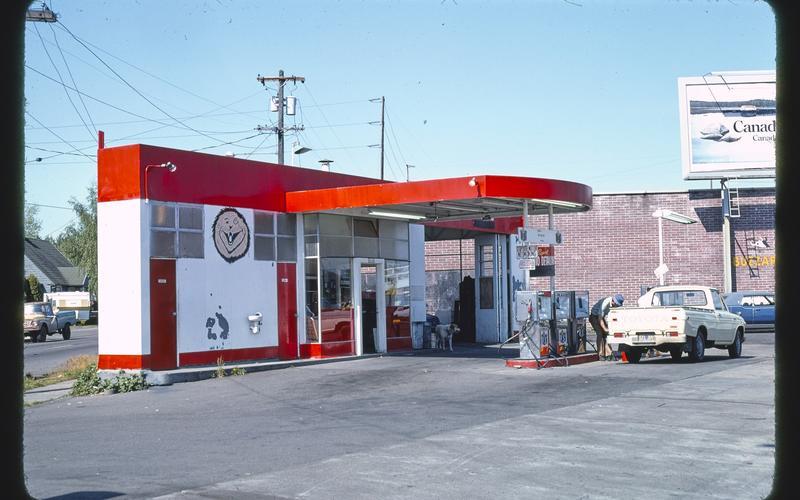 Pumping fuel in Oregon