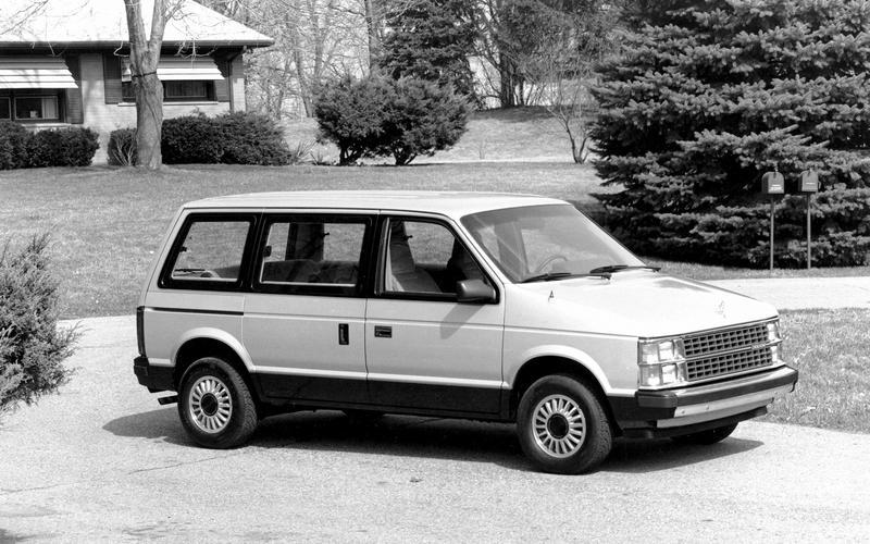 Dodge Caravan/Plymouth Voyager (1983)