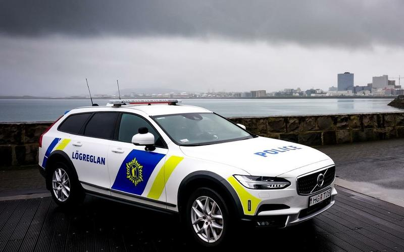 65: Volvo V90 Cross Country (Iceland)