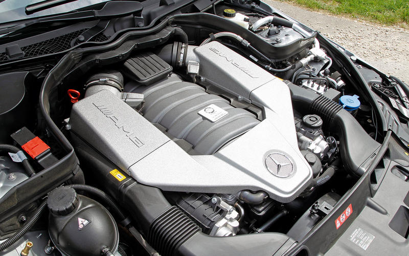 Mercedes-Benz C63 AMG Coupe (2011-2015) - engine
