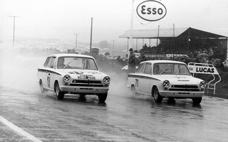 1964: Grand prix legend Clark wins the title