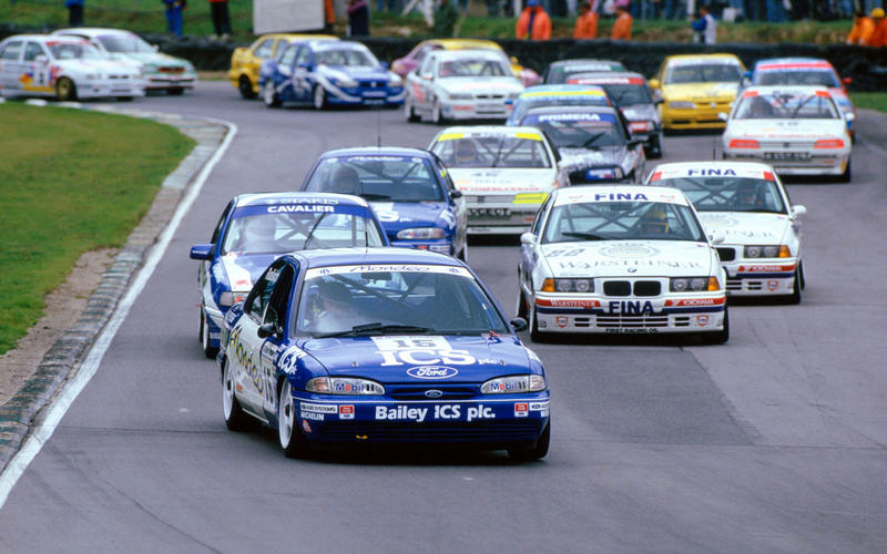 1993: Super Touring brings in the manufacturers