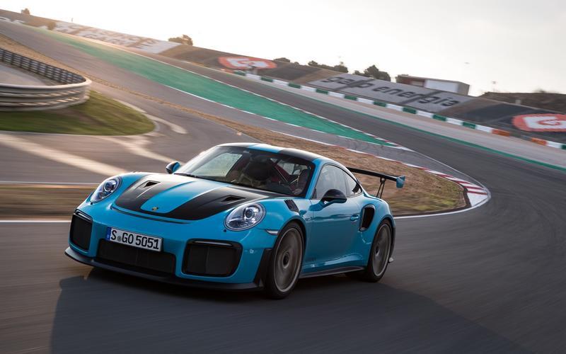 Porsche 911 – rear-mounted flat-six engine