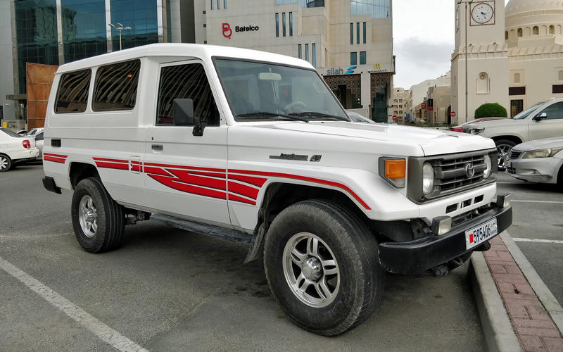 Bahrain: Decorative stripes on SUVs are still popular