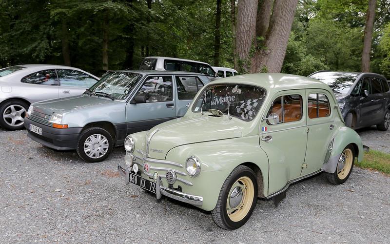 Renault 4CV and R5