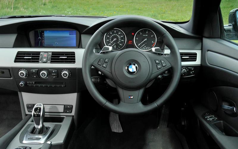 BMW 550i - interior