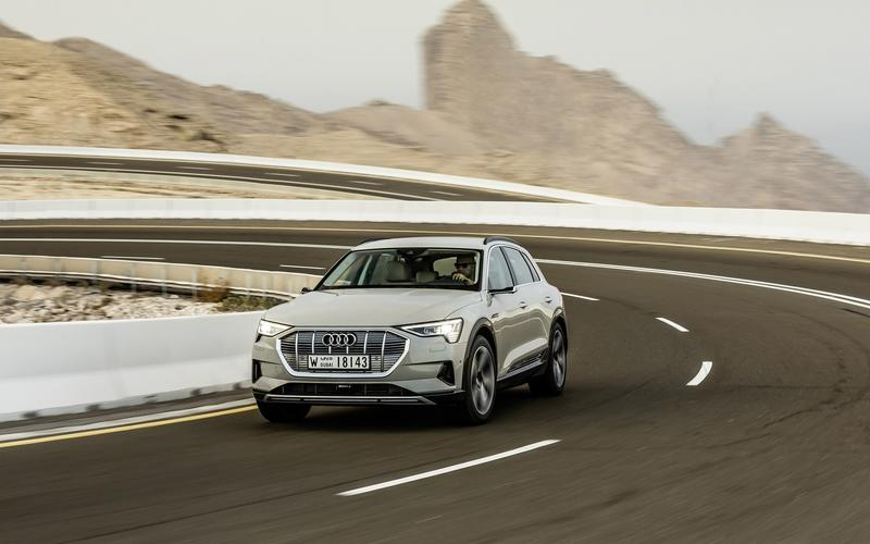 Audi E-Tron with rear-view cameras (2019)