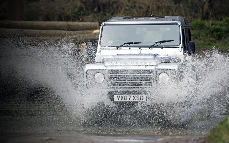 Land Rover Defender (1982-2016)