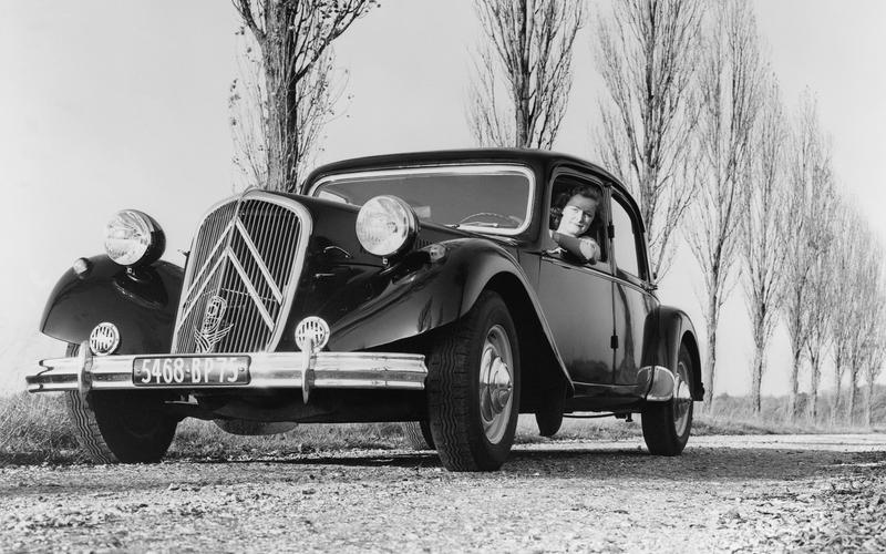 Citroën's first hydropneumatic suspension (1954)