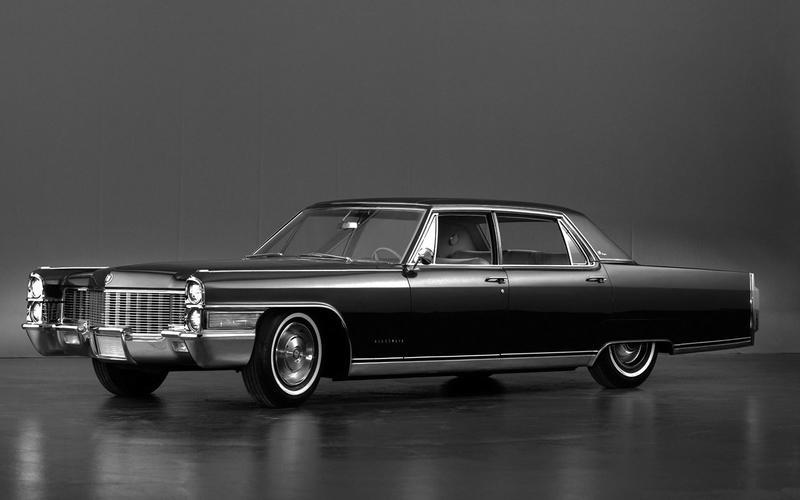 ADJUSTABLE STEERING WHEEL: Cadillac (1965)