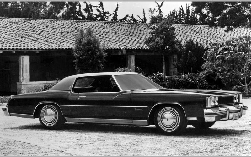 DRIVER-SIDE AIRBAG: Oldsmobile Toronado (1973)