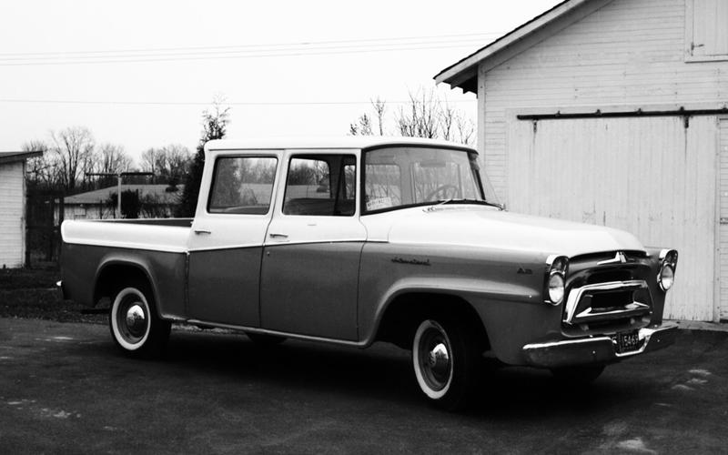 FIRST CREW CAB PICKUP: International Harvester Travelette (1957)