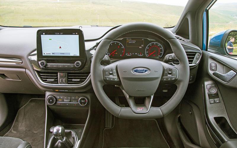 2: Ford Fiesta ST: dashboard