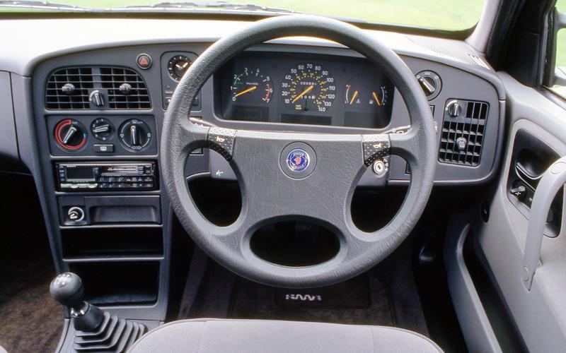 Saab 9000 Turbo - interior