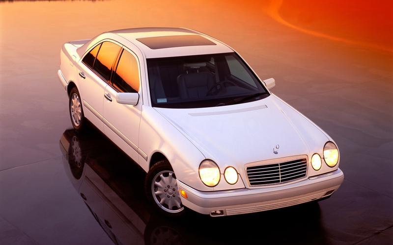 Mercedes-Benz E-Class (W210, 1995)