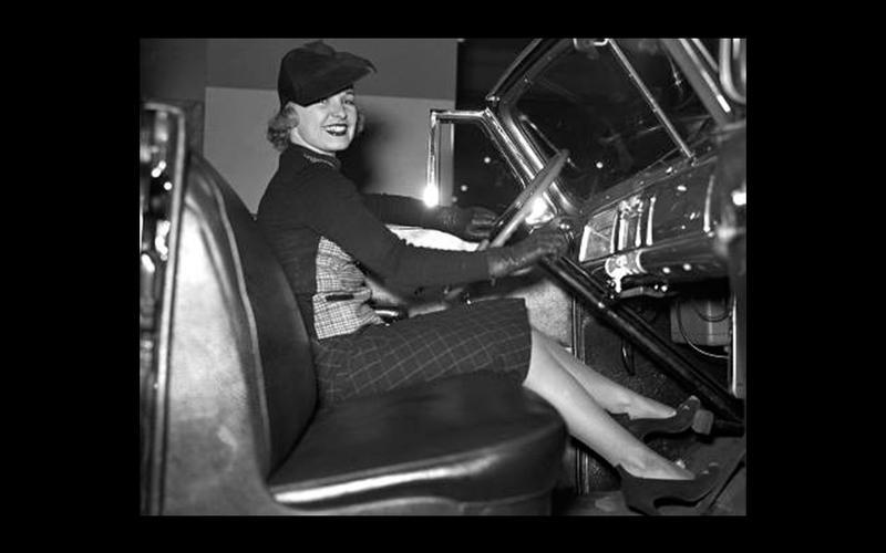 FIRST COLUMN-MOUNTED GEARSHIFT: Pontiac (1938)