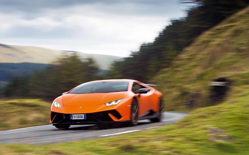 44: Lamborghini Huracan Performante