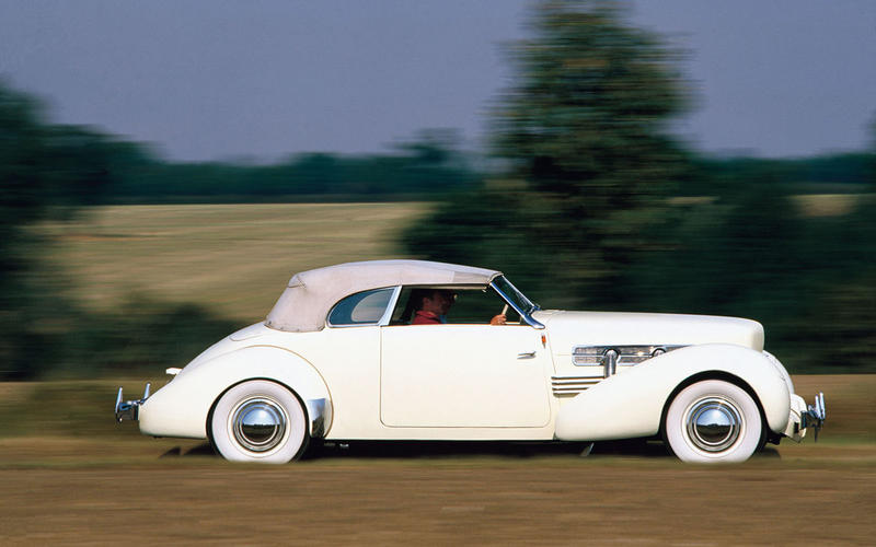 21. 1937 Cord 812 (UP 1)