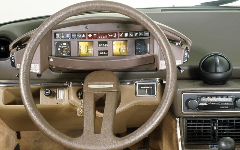 Citroën – single-spoke steering wheel
