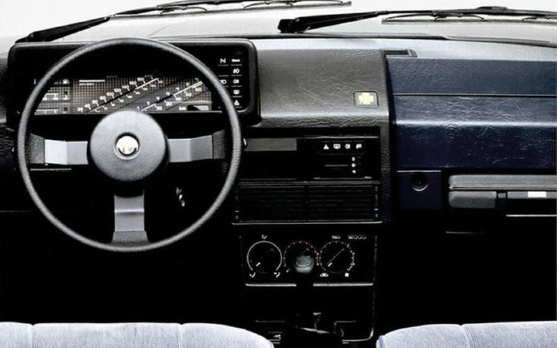 Alfa Romeo 90 in-dash briefcase (1984)