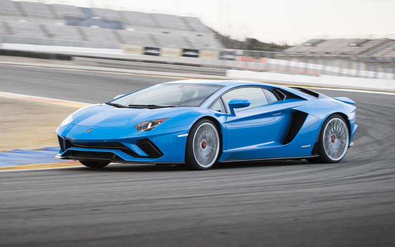 Lamborghini Aventador S (2017-Present) – 217mph