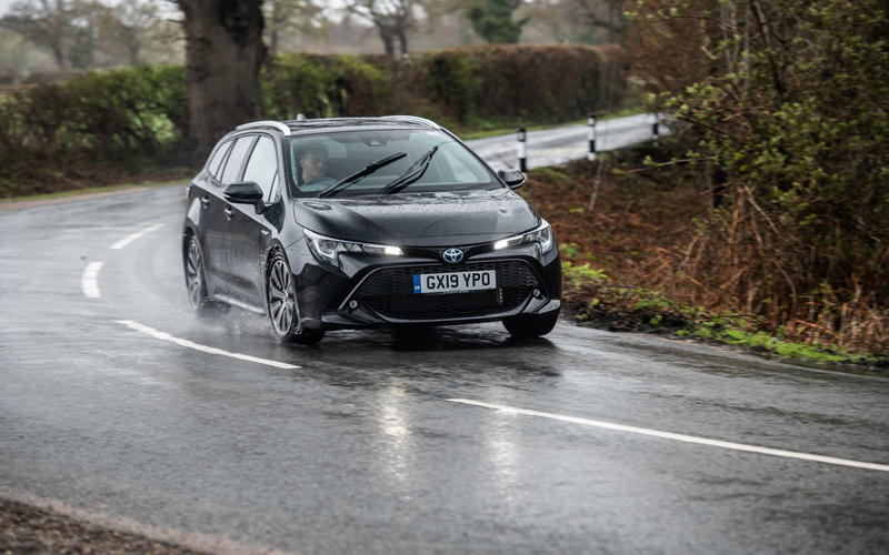 2019 Toyota Corolla Touring Sports - cornering front