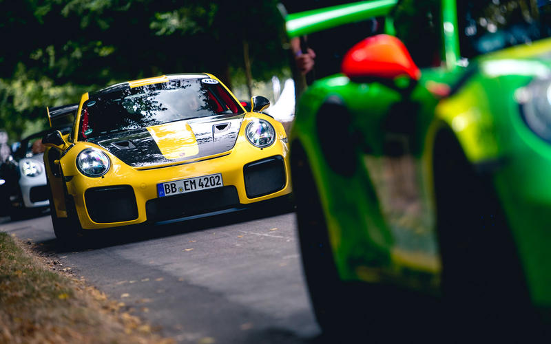 Porsche GT2 RS takes to the hill