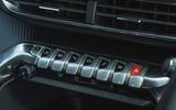 16 Peugeot 3008 2021 RT piano keys