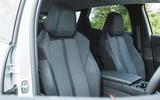20 Peugeot 3008 2021 RT front seats