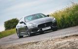 33 Maserati Quattroporte trofeo 2021 RT cornering front