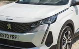 5 Peugeot 3008 2021 RT headlights