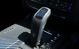 11 Maserati Ghibli Hybrid 2021 UK FD gearstick