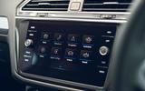 16 Volkswagen Tiguan 2021 UK FD infotainment