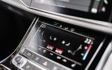 7 Audi Q7 TFSIe 2021 UK FD infotainment