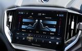 9 Maserati Ghibli Hybrid 2021 UK FD climate controls