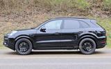 95 Porsche Cayenne 2022 spies side