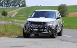 2021 Land Rover Discovery facelift prototype - cornering front