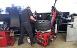 Alfa Romeo Giulia Quadrifoglio fitting the tyre to the rim